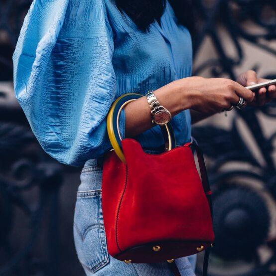 Lady carrying red handbag